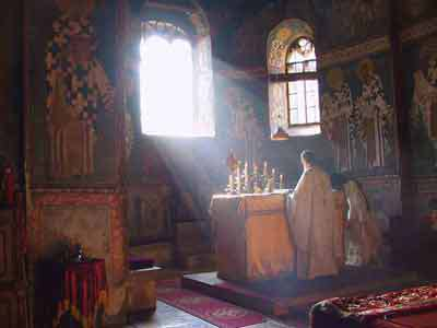 divine_liturgy_serbian_monastery